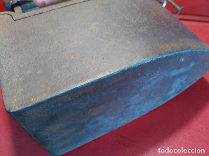 Antigüedades: ANTIGÚA PLANCHA DE CARBON CHIMENEA SIGlO XIX Precio: 125,00 € - Foto 7 - 95040271