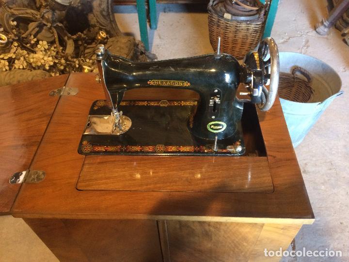 Antigüedades: Antigua Maquina de coser marca Hexagon de la casa Singer con dibujos modernistas años 30-40 - Foto 2 - 95051743
