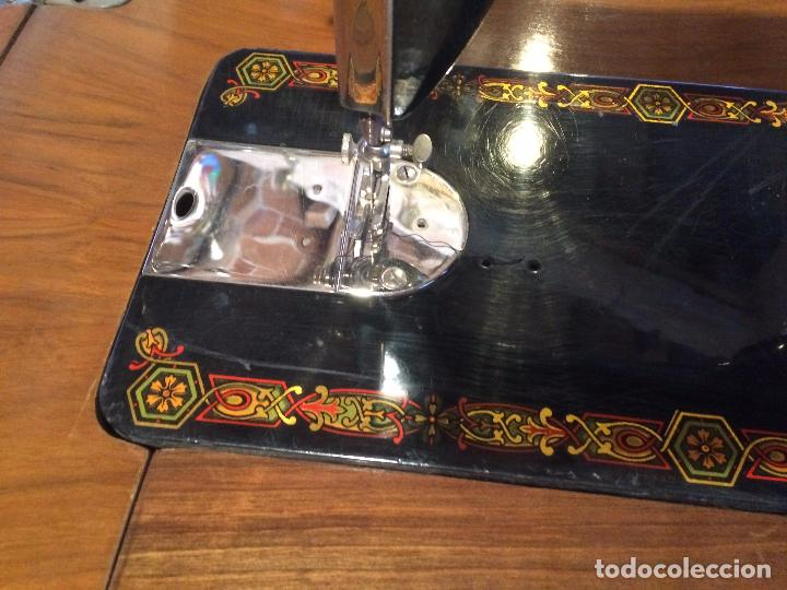 Antigüedades: Antigua Maquina de coser marca Hexagon de la casa Singer con dibujos modernistas años 30-40 - Foto 4 - 95051743