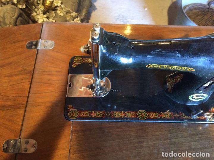 Antigüedades: Antigua Maquina de coser marca Hexagon de la casa Singer con dibujos modernistas años 30-40 - Foto 7 - 95051743