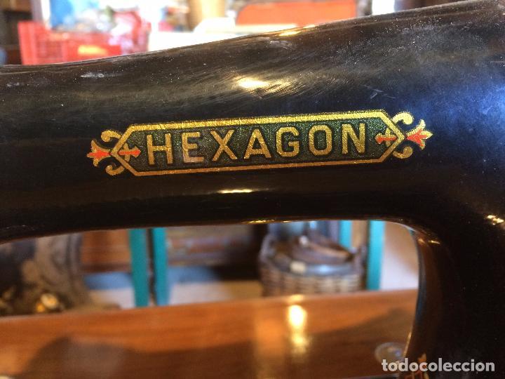 Antigüedades: Antigua Maquina de coser marca Hexagon de la casa Singer con dibujos modernistas años 30-40 - Foto 14 - 95051743