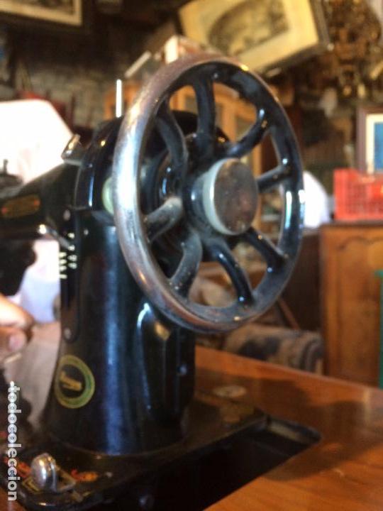 Antigüedades: Antigua Maquina de coser marca Hexagon de la casa Singer con dibujos modernistas años 30-40 - Foto 15 - 95051743