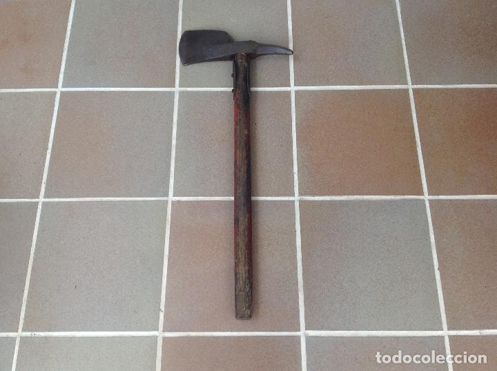 Antigüedades: RARA Y ANTIGUA HACHA DE BOMBEROS ORIGINAL - Foto 2 - 95222031