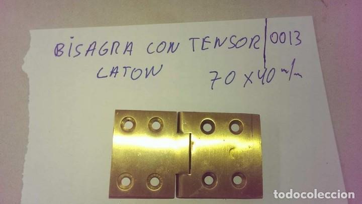 ANTIGUA BISAGRA CON TENSOR EN LATON PARA ARMARIO PUERTA (Antigüedades - Técnicas - Cerrajería y Forja - Bisagras Antiguas)