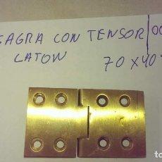Antigüedades: ANTIGUA BISAGRA CON TENSOR EN LATON PARA ARMARIO PUERTA. Lote 95592135