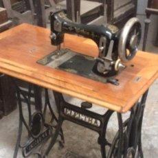Antigüedades: MAQUINA DE COSER EN MUY BUEN ESTASO. Lote 95664067