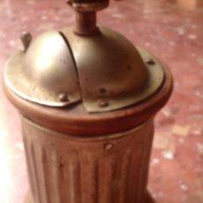 Antigüedades: ANTIGUO MOLINILLO REDONDO DE MADERA Y METAL, PERFECTA CONSERVACION. Lote 95846711