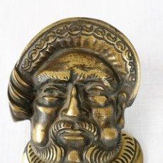 Antigüedades: ANTIGUO PICAPORTE, LLAMADOR, ALDABA DE BRONCE - ROSTRO DE HENRY VIII - MUY DECORATIVO. Lote 96097519
