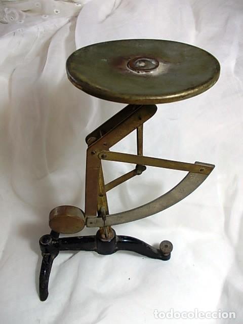 ANTIGUA BASCULA DE CORREOS CON PLATO ORIGINAL (Antigüedades - Técnicas - Medidas de Peso Antiguas - Otras)