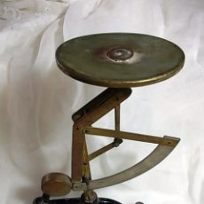 Antigüedades: ANTIGUA BASCULA DE CORREOS CON PLATO ORIGINAL. Lote 96145451