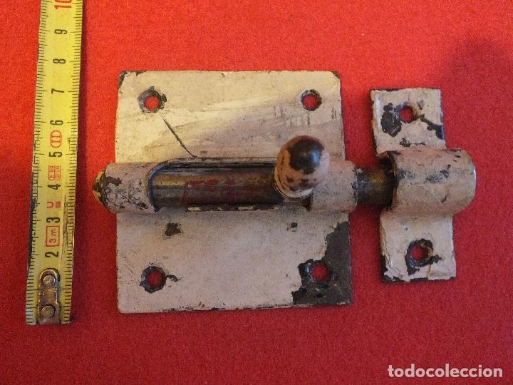 Antigüedades: PESTILLO CERROJO PASADOR GRANDE COMPLETO DE HIERRO PARA PUERTA O MUEBLE - Foto 4 - 96248191