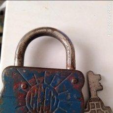 Antiquités: ANTIGUO CANDADO AZUL INCLUYE LLAVE. Lote 96459667