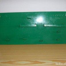 Antigüedades: PANEL DE HIERRO CHAPA PARA HERRAMIENTAS DE CARRACA Y VASOS.. Lote 96471715