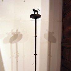 Antigüedades: ANTIGUO CANDELABRO DE HIERRO FORJADO. Lote 96537639
