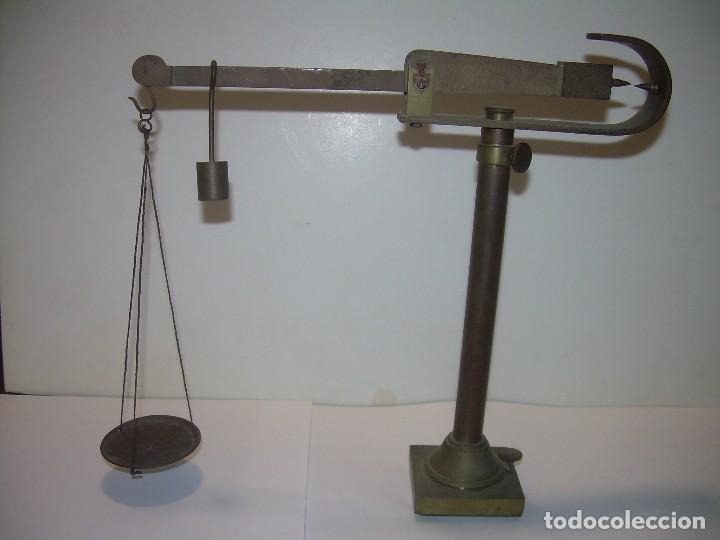 ANTIGUA Y PEQUEÑA BALANZA DE SOBREMESA DE BRONCE...SIGLO XIX. (Antigüedades - Técnicas - Medidas de Peso - Balanzas Antiguas)