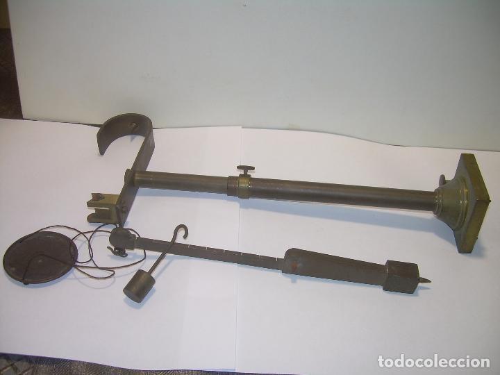 Antigüedades: ANTIGUA Y PEQUEÑA BALANZA DE SOBREMESA DE BRONCE...SIGLO XIX. - Foto 7 - 96541083