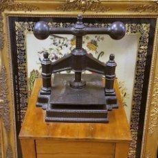 Antigüedades: ANTIGUA PRENSA DE IMPRENTA CON MESA. HIERRO FUNDIDO. ESPAÑA. SIGLO XIX.. Lote 95289067