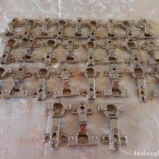 Antigüedades: GRAN LOTE DE 30 BISAGRAS DE ARMARIO, CON CLICK. Lote 96610935