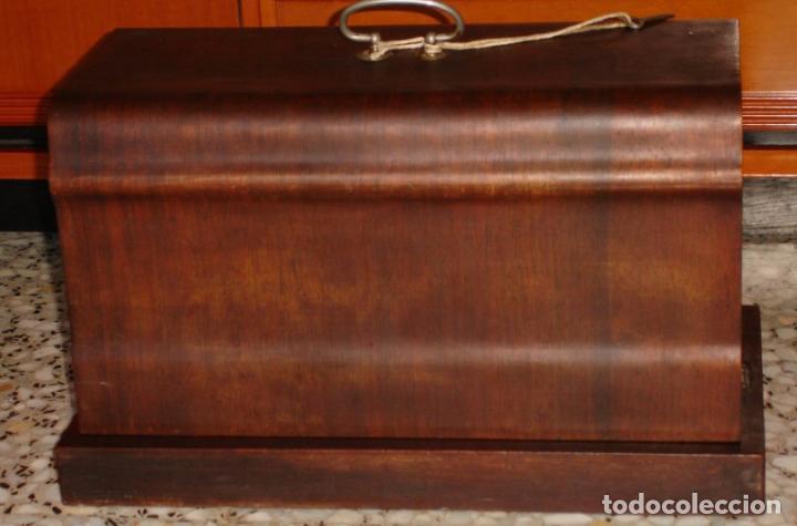 Antigüedades: ANTIGUA MAQUINA DE COSER VICKERS, AÑO C. 1930- FUNCIONA Y COSE - Foto 6 - 46379566