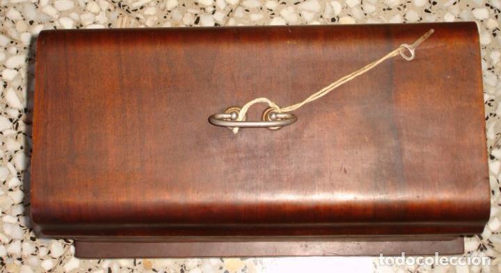 Antigüedades: ANTIGUA MAQUINA DE COSER VICKERS, AÑO C. 1930- FUNCIONA Y COSE - Foto 7 - 46379566