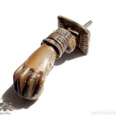 Antigüedades: ANTIGUA ALDABA, LLAMADOR. MANO DE FÁTIMA. EN BRONCE - SOLO LA MANO 12,5 CM . Lote 96915079