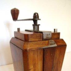 Antigüedades: MOLINILLO DE CAFÉ ART-DECÓ, MARCA PEUGEOT FRÈRES. MODELO LE RIC. CA. 1936/1939.. Lote 97201523