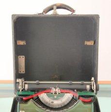 Antigüedades: MAQUINA ESCRIBIR UNDERWOOD ANTIGUA USA 1933 - PORTABLE CON FUNDA 32X30X14,5 ¡PERFECTA!. Lote 97258843