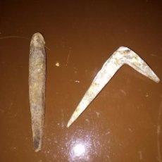 Antigüedades: DOS ANTIGUOS CLAVOS. Lote 97344599