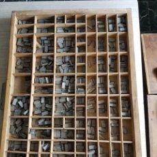 Antigüedades: GRAN LOTE DE TIPOGRAFIA DE IMPRENTA, +DE 500 PIEZAS. Lote 97367284