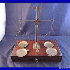 Antigüedades: BALANZA DE PRECISION CON PESAS Y CAJA DE CAOBA. Lote 97451051