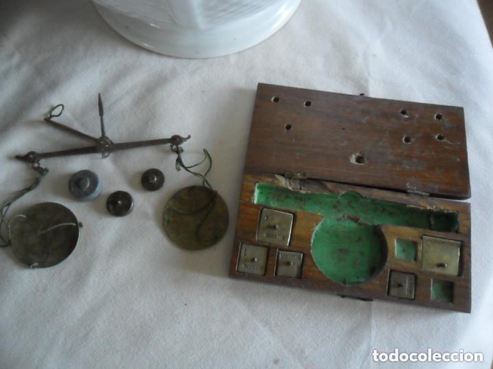 Antigüedades: BALANZA EN HIERRO DE FORJA CON SU CAJA ORIGINAL Y PESAS EN DOBLONES Y DUROS SIGLO XVIII - Foto 5 - 97468951