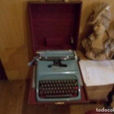 Antigüedades: MAQUINA DE ESCRIBIR MARCA HISPANO OLIVETTI, DE 1961 FUNCIONA PERFECTAMENTE ,ESTA EN SU PROPIA MALETA. Lote 97478019