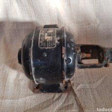 Antigüedades: ANTIGUO MOTOR BLOCH MONOFÁSICO, FRECUENCIA 50, LITROS 300, VOLTAJE 110. Lote 97621411