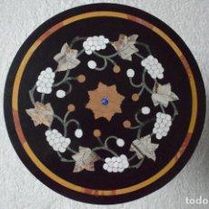 Antigüedades: MESA ANTIGUA -PIEDRA DURA DE MÁRMOL EMBUTIDO. ARTE HECHO A MANO.PIEDRAS SEMIPRECIOSAS. Lote 97675455