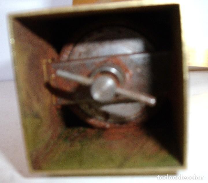 Antigüedades: ¡¡¡EXCELENTE LOTE!!! LOS DOS MODELOS DE MOLINILLOS DE CAFÉ QUE DISEÑÓ JAN EISENLÖFFEL EN 1902. - Foto 20 - 97728051