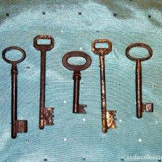 Antigüedades: ANTIGUA LLAVE. LOTE DE CINCO LLAVES ANTIGUAS.. Lote 97729895