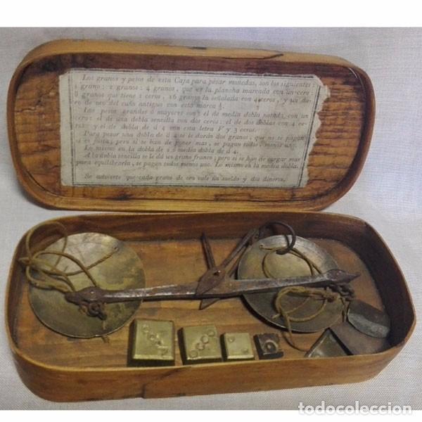 ANTIGUA BALANZA DE PESAR ORO CON LAS PESAS Y CON SU CAJA DE MADERA (Antigüedades - Técnicas - Medidas de Peso - Balanzas Antiguas)