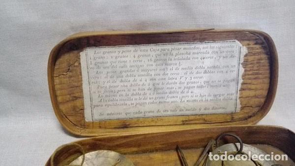 Antigüedades: ANTIGUA BALANZA DE PESAR ORO CON LAS PESAS Y CON SU CAJA DE MADERA - Foto 2 - 97787163