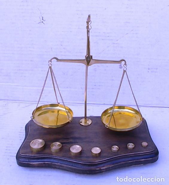 Antigüedades: balanza de farmacia en peana de madera, bal365 - Foto 2 - 108062831