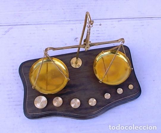 Antigüedades: balanza de farmacia en peana de madera, bal365 - Foto 3 - 108062831