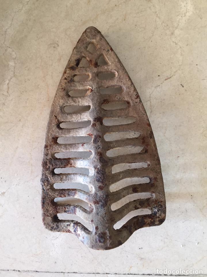 Antigüedades: PLANCHA ANTIGUA DE CARBON SIN ROTURAS POR TEMPERATURA Y DESGASTE - Foto 8 - 48597444