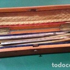 Antigüedades: ESTUCHE MADERA CON DOS NAVAJAS DE AFEITAR. Lote 98016587