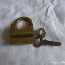 Antigüedades: * ANTIGUO CANDADO ORIGINAL DE LA CASA MAÑACH. MIDE 4 CM SIN CONTAR LA LLAVE. FUNCIONA BIEN. ZX. Lote 98077043