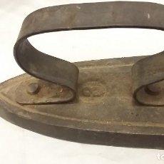 Antigüedades: PLANCHA ANTIGUA DE CARBON ESTRECHA N3 FABRICADA EN FRANCIA. Lote 98174467