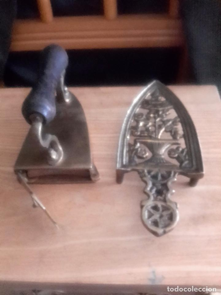 Antigüedades: Plancha antigua de bronce con su soporte y pieza interior - Foto 2 - 98204720