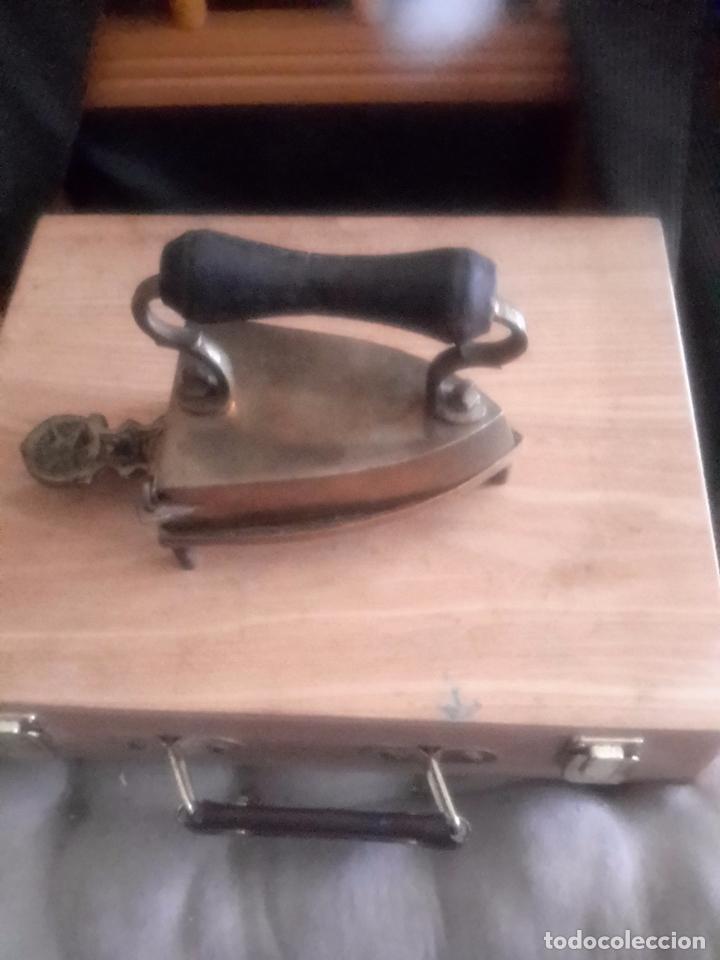 Antigüedades: Plancha antigua de bronce con su soporte y pieza interior - Foto 3 - 98204720