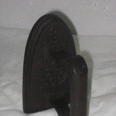 Antigüedades: PLANCHA ANTIGUA DE HIERRO FUNDIDO. Lote 98428715