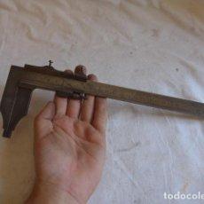 Antigüedades: * ANTIGUO PIE DE REY DE 30 CM LARGO. ZX. Lote 98585379