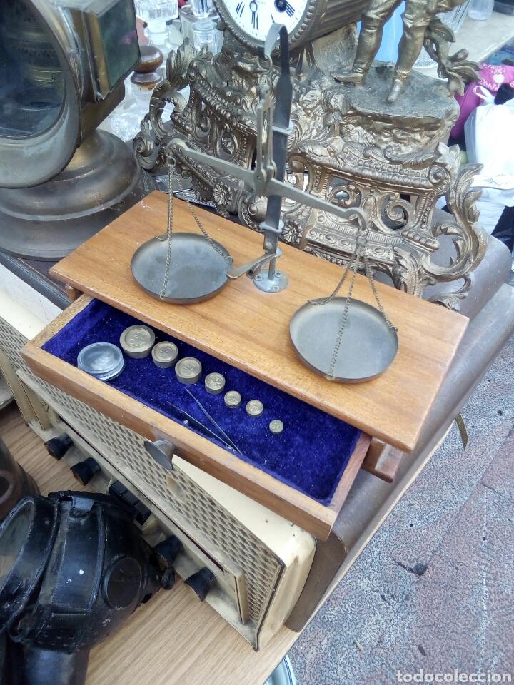 MINI BALANZA DE MALETIN CON PESOS (Antigüedades - Técnicas - Medidas de Peso - Balanzas Antiguas)