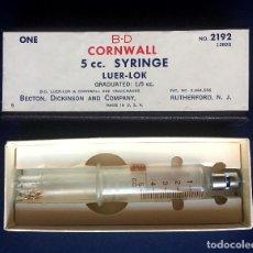 Antigüedades: ANTIGUA JERINGUILLA EN CAJA B-D CORNWALL 5 ML CC LUER-LOK BECTON DICKINDON MADE IN USA. Lote 98710335